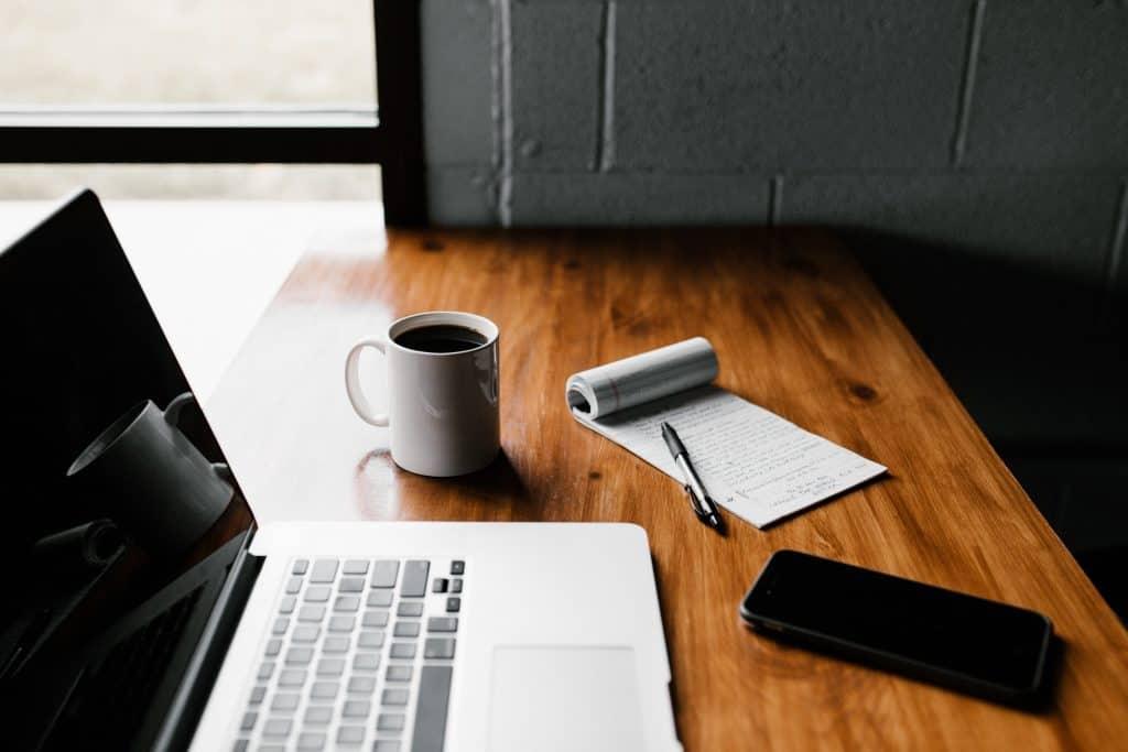 Skrivebord m. Mac. Opsæt online salg m. WordPress. Alternativ til Simplero el. EasyMe. René Sejling